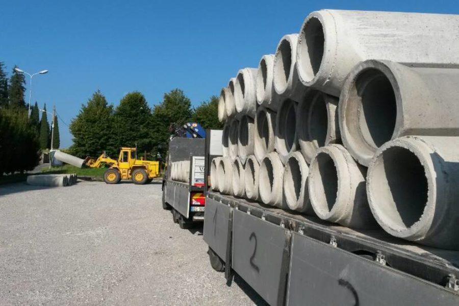 Tubi in cemento cantiere Erba